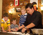 Готовимся к 8 марта. Стряпаем сладкие вареники для мам вместе с шеф-поваром Михаилом Шевелевым
