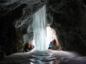 В пещере. Фото Александра Осинцева