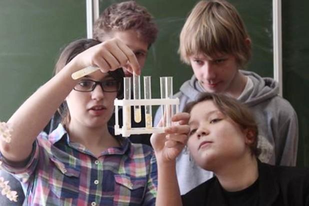 Школьники. Фото nanolab.physdep.ru