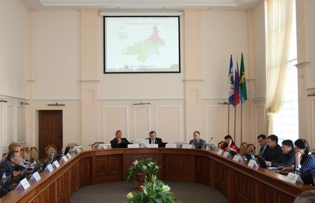Депутаты рассматривают поправки к генплану. Фото angarsk-adm.ru