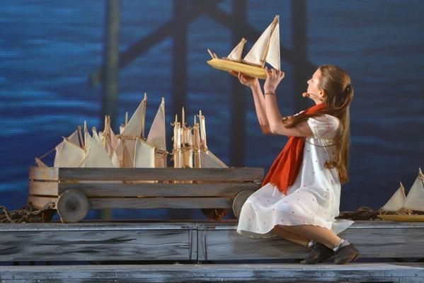 Сцена из спектакля «Алые паруса». Автор фото — Игорь Сирохин