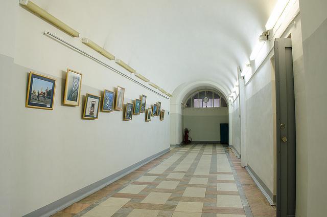 Коридор на первом этаже.  Автор фото — Илья Татарников