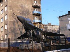 Самолет на территории бывшего ИВВАИУ. Фото с сайта gazetairkutsk.ru.