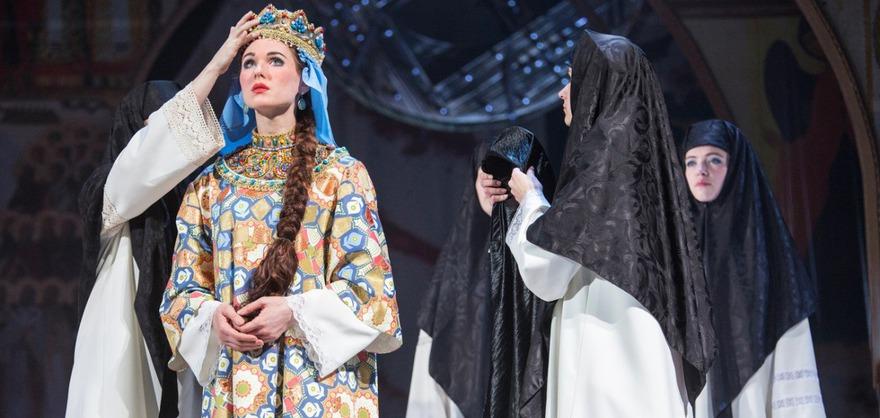 Сцена из спектакля «Царь Фёдор Иоаннович». Фото с сайта www.dramteatr.ru