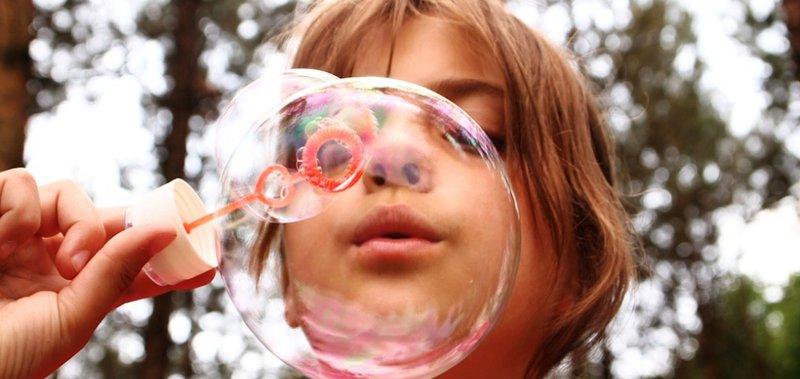 Бежим марафон, высаживаем деревья, празднуем День мыльных пузырей.