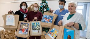 «Спасибо, доктор!»: волонтеры вручили медикам 550 подарков