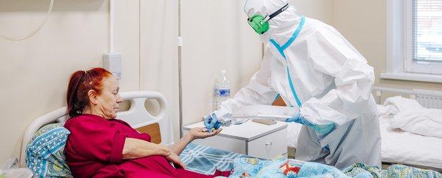 Пациенты медцентра в Шелехове: «Нужно прививаться, иначе коронавирус продолжит крушить и уничтожать»