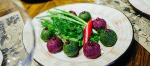 Растительная еда, бургеры и суп Фо
