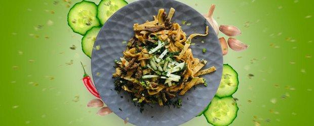 Цуйван: лапша по-монгольски с мясом и овощами