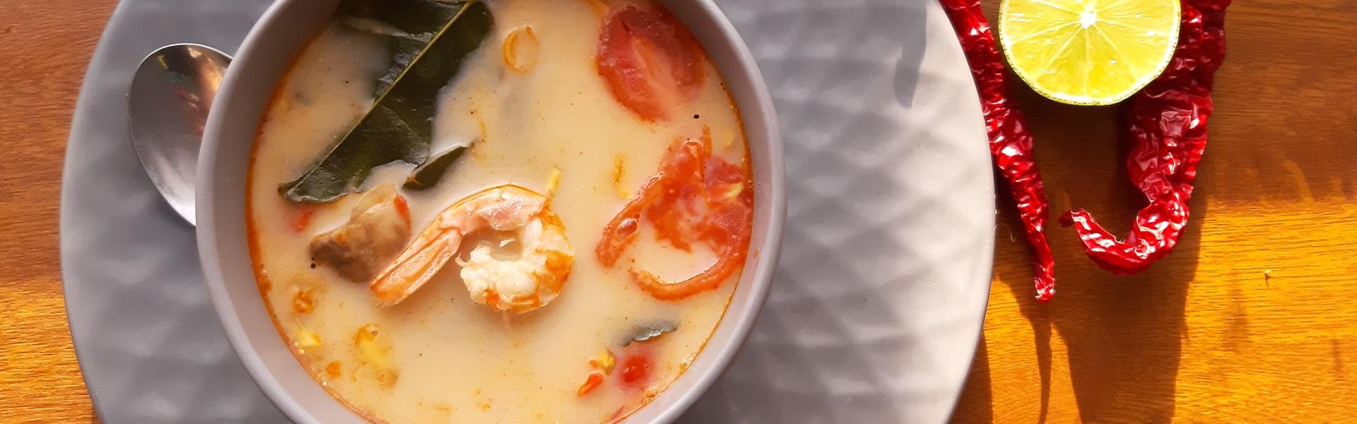Готовит Наташа: яркий суп «Том Ям» за 10 минут