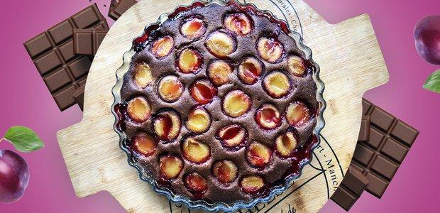 Готовит Наташа: шоколадный пирог со сливой