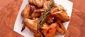 Готовит Наташа: куриные крылья в медовой глазури