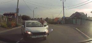 Автохам: драка водителей и мимимишный инспектор
