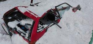 Снег с крыши — автомобиль всмятку