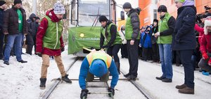 События недели: Оксана Кошелева vs трамваи и ледяная карусель на Байкале
