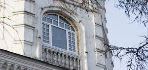 История стеклопакетов на Спасской церкви