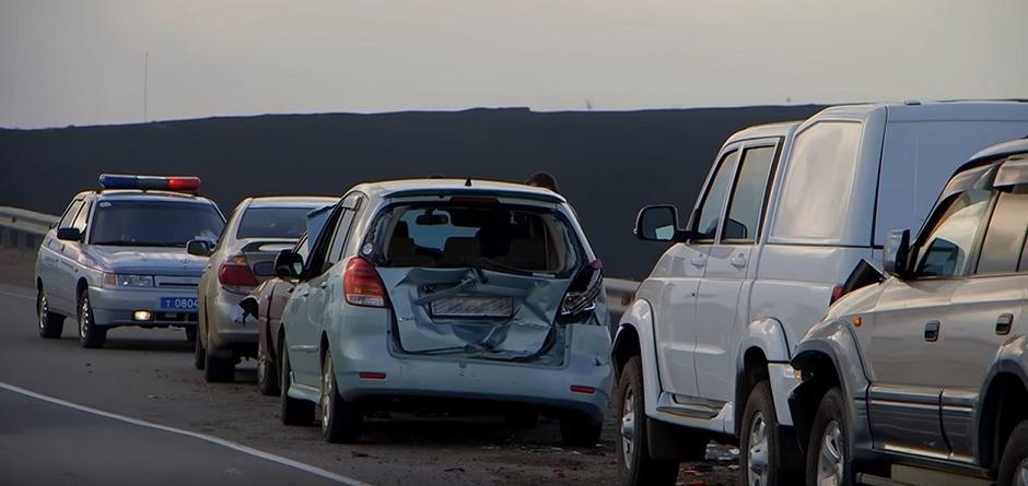 Обзор ДТП: «паровозик» из 12 машин в Черемховском районе