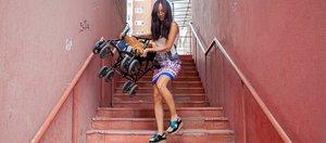 Крутые пандусы и высокие ступени: гуляем с коляской по дворам