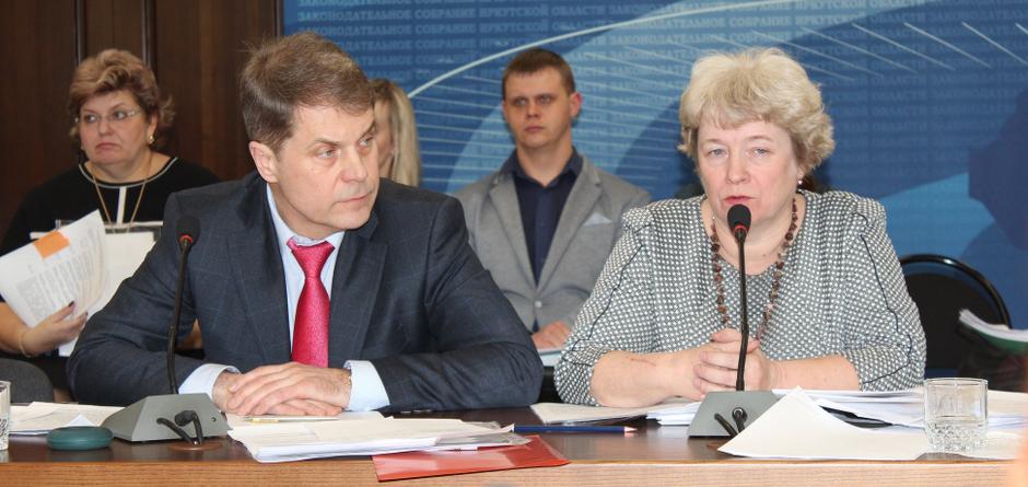Олег Ярошенко и Елена Голенецкая. Фото пресс-службы минздрава Иркутской области со страницы в Facebook