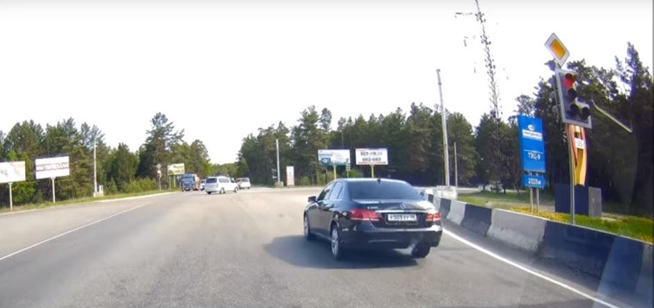 Автохам: дорожающий бензин свел водителей с ума