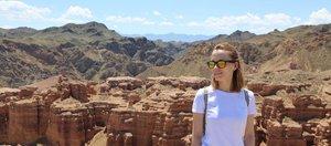 Удивительный каньон и высокие горы в Казахстане