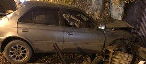 Обзор ДТП: Toyota влетела в дом