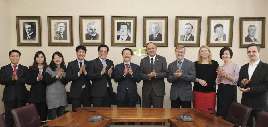 Рабочая встреча делегации из провинции Кёнгидо (Республика Корея) с администрацией ИГУ. Фото предоставлено пресс-службой ИГУ