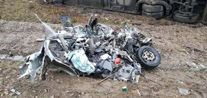 Обзор ДТП: Nissan разорвало
