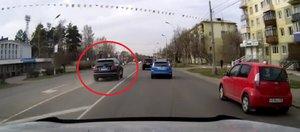 Автохам: медведи на дороге и Bentley по встречке
