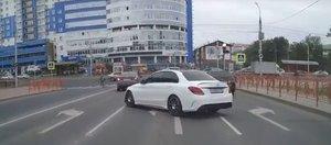 Автохам: водитель Mercedes, полегче