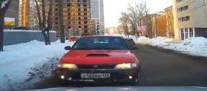 Автохам: мгновенное наказание для водителя Toyota