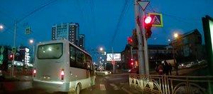 Автохам: маршрутчик на красный