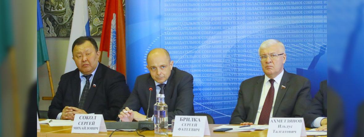 Кузьма Алдаров, Сергей Сокол и Сергей Брилка. Фото предоставлено пресс-службой Заксобрания региона