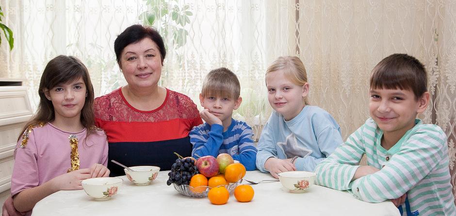 Людмила с детьми. Автор фото — Анастасия Влади