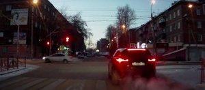 Автохам: Range Rover на красный и такси по встречке
