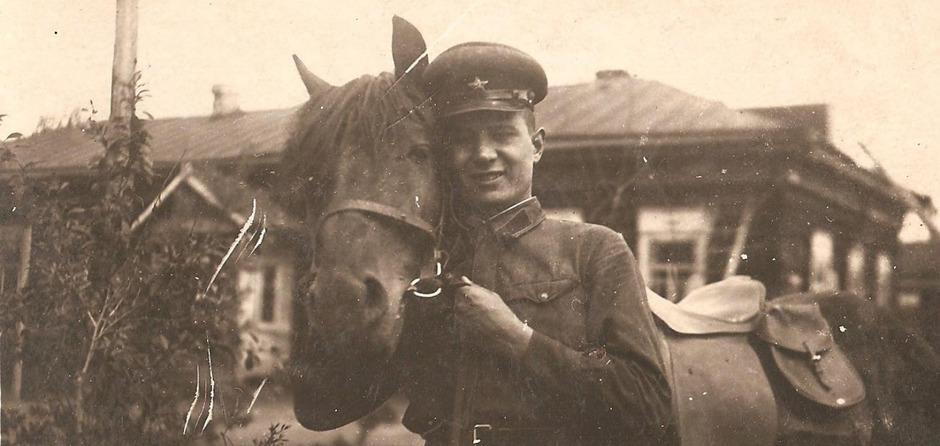 Анатолий Добролюбов. Надпись с обратной стороны фото: «От брата Анатолия Добролюбова, г. Чита, 6 ноября 1938»