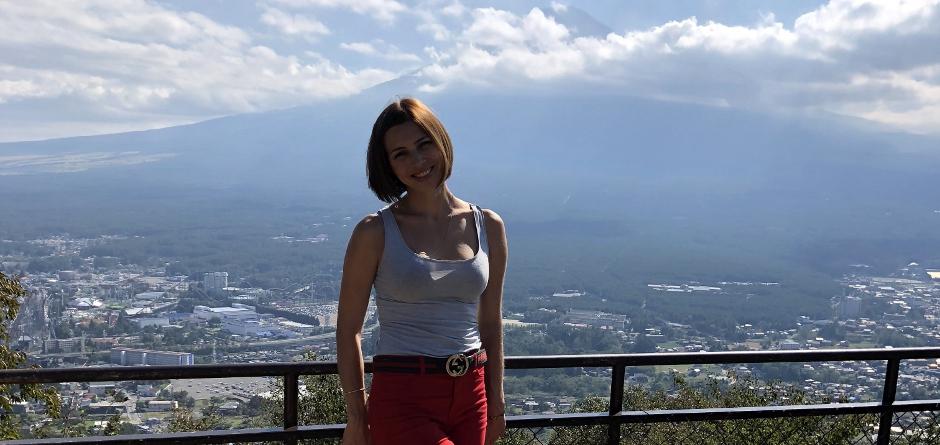 Дарья на фоне горы Фудзияма