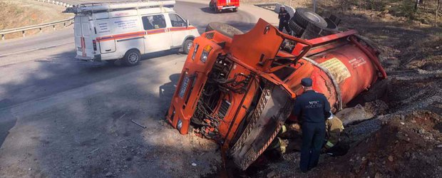 Обзор ДТП: три смертельных выезда на «встречку» и страшное столкновение с трактором