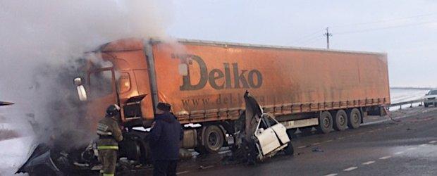 Обзор ДТП: три аварии с участием Scania и женщина на тюбе под колесами авто