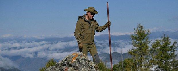 Владимир Путин прогулялся по сибирской тайге