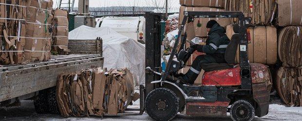 Мусор после сортировки. Репортаж со склада вторсырья в Иркутске