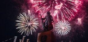 Фейерверк в честь Великой Победы