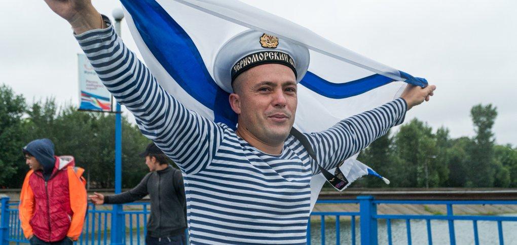 Праздник отметили в Иркутске несмотря на дождь.