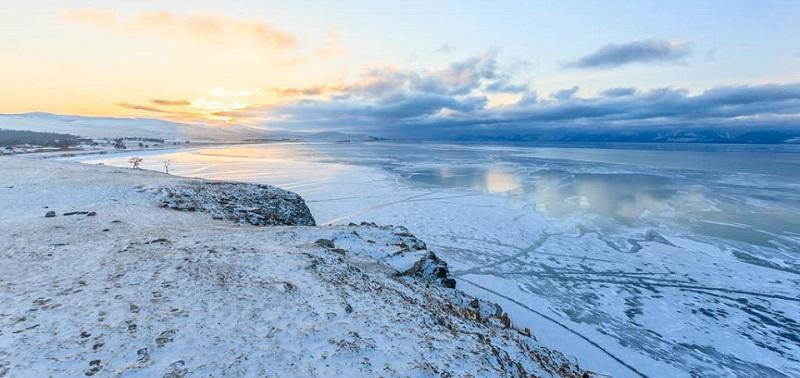 Очередная порция отличных фотографий для «Клуба путешественников» от Славы Динь. На этот раз фотограф поделился снимками зимнего Ольхона.