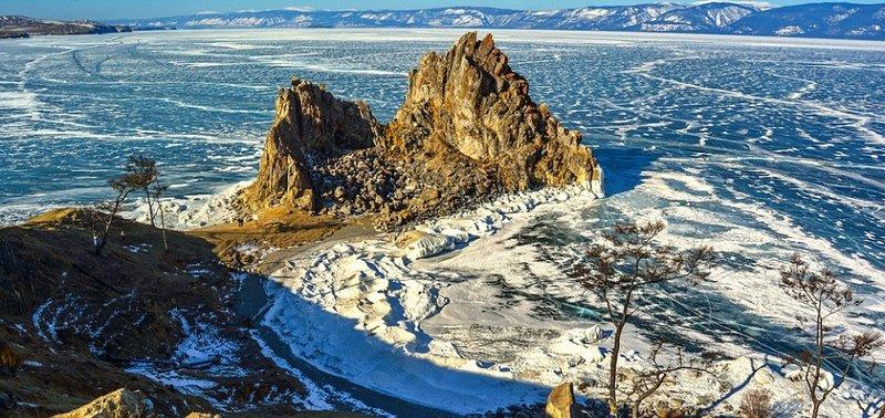 Прозрачный лед и ледяные торосы Ольхона в фотографиях.