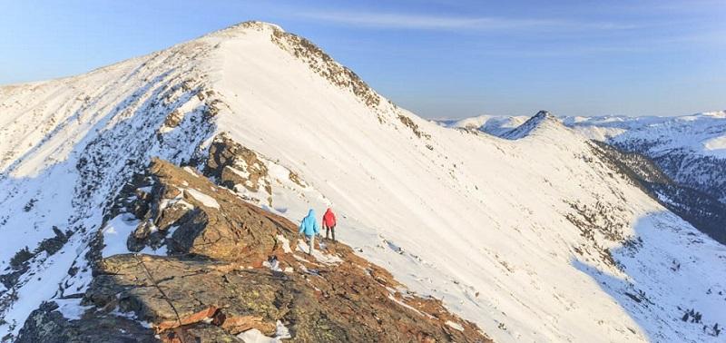 Популярный туристический маршрут доступен не только летом, но и зимой. На фотографиях Славы Динь — отличные виды заснеженных гор.