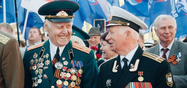 Горожане прошли от танка «Иркутский комсомолец» до сквера Кирова.