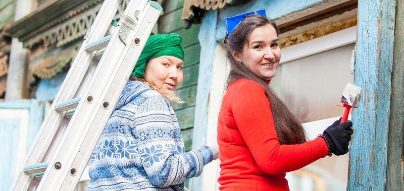 Добровольцы обновили фасады пяти домов в Иркутске.