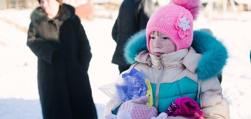 Дед Мороз со Снегурочкой побывали в деревне в канун праздника.