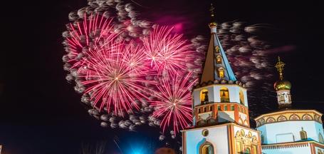 Фейерверк в честь Дня Победы в Иркутске